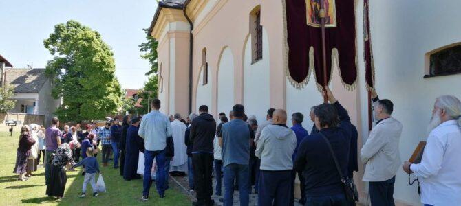 Обележена слава храма преноса моштију Светог оца Николаја у Руми