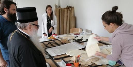 Митрополит Хризостом посетио Архив Српске Цркве