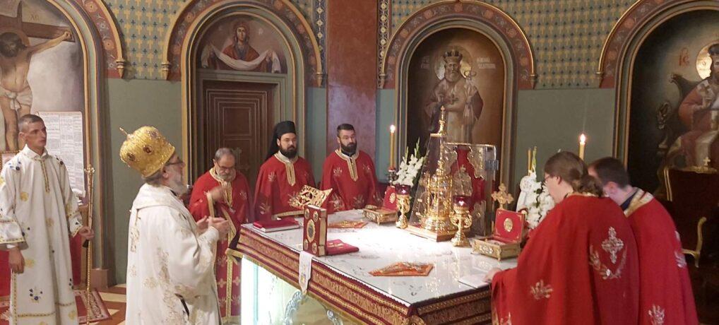 Епископ сремски г. Василије прославио крсну славу