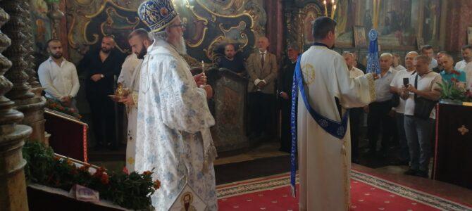 На Велику Госпојину Епископ сремски г. Василије началствовао Светом архијерејском Литургијом у Иригу