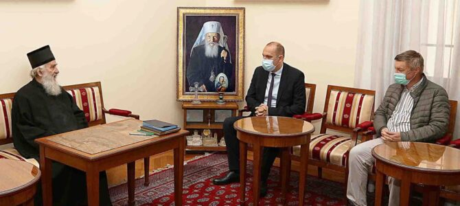 Његова Светост Патријарх Иринеј и министар Лончар позвали грађане да поштују епидемиолошке мере и током крсних слава