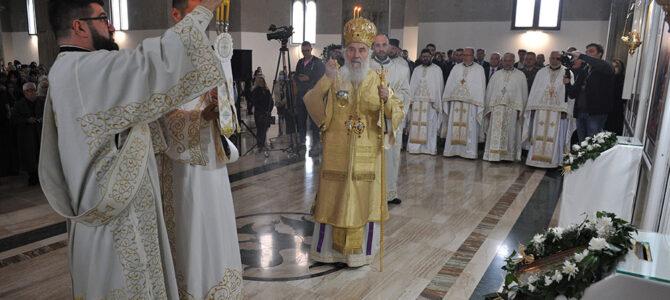 Патријарх српски г. Иринеј служи свету Литургију и полугодишњи парастос владики Милутину у ваљевском Саборном храму