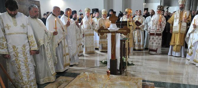 Патријарх српски г. Иринеј у Ваљеву: Шестомесечни парастос епископу Милутину (Видео прилог)
