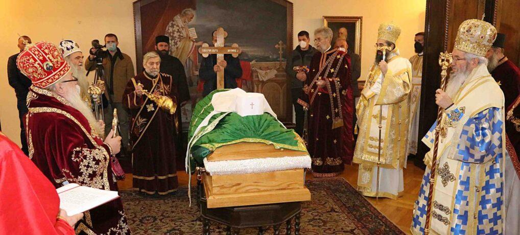 Тело блаженопочившег Патријарха српског Иринеја испраћено из Патријаршијског двора у Саборни храм