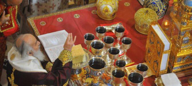 Патријарх српски г. Иринеј служиo заупокојену Литургију и опело митрополиту Амфилохију у Саборном храму у Подгорици