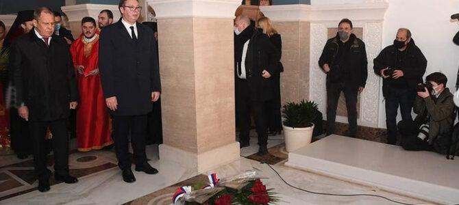 Председник Вучић и министар Лавров у храму Светог Саве