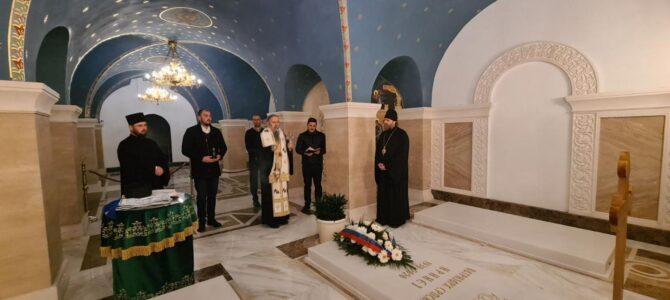 Владика Фотије служио помен патријаху Иринеју