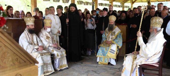 Патријарх Порфирије богослужио у манастиру Туману