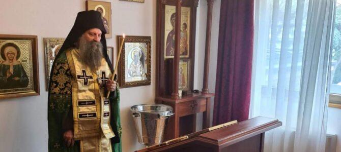 Патријарх Порфирије богослужио у храму Светог Василија Острошког на Бежанијској коси