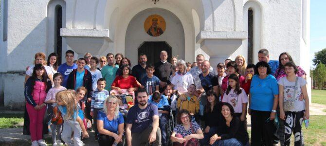 Дружење ученика веронауке на литургијском сабрању у Кленку