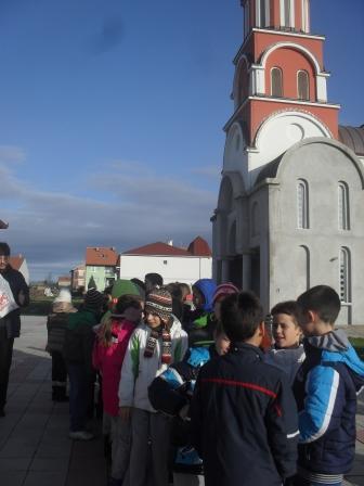 Деца у цркви, Рума
