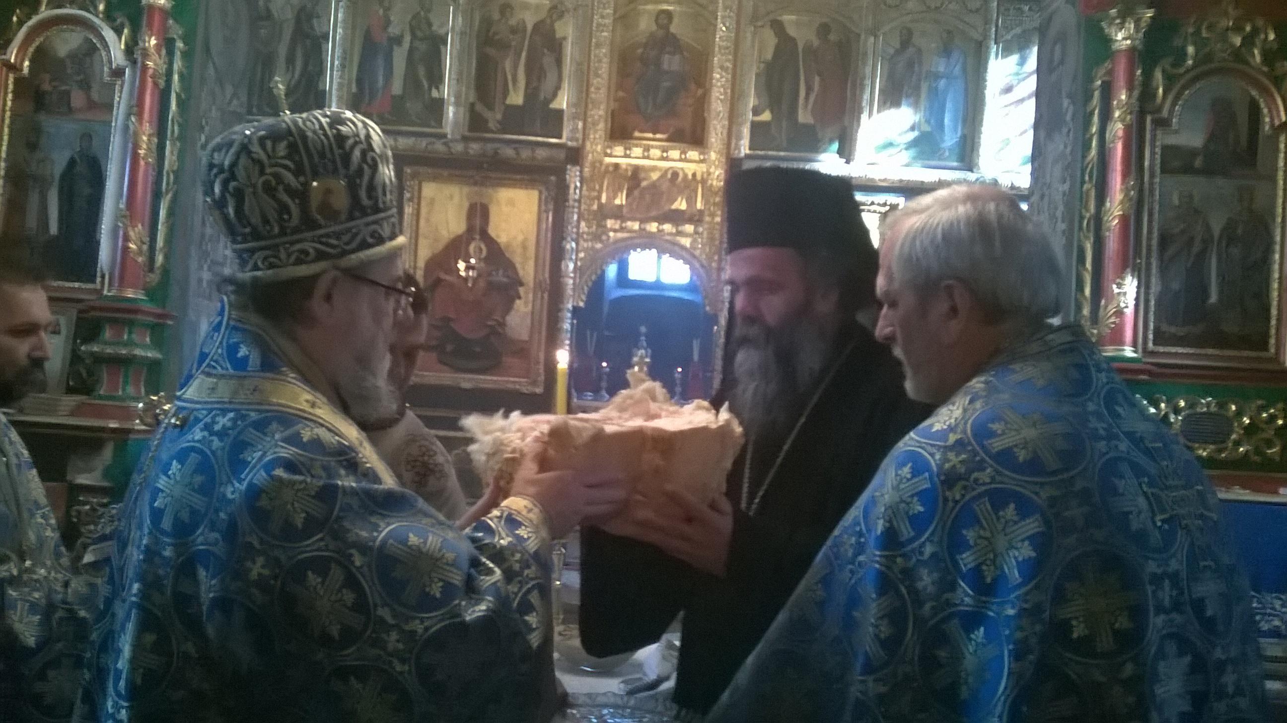 Света архијерејска литургија у Крушедолу на дан Светог Максима