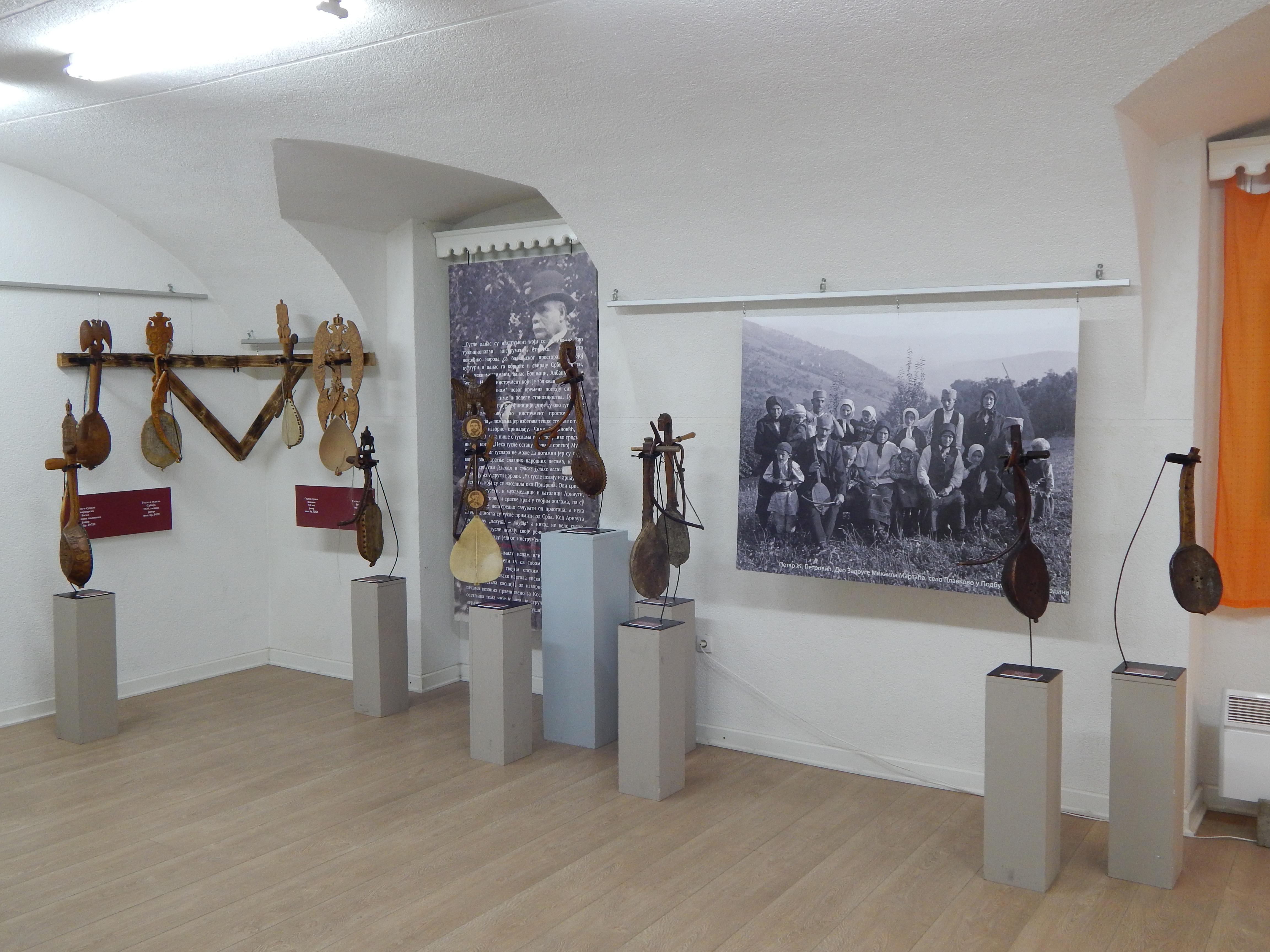 Изложба о гуслама у Завичајном музеју у Руми