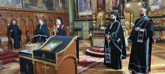Његово Преосвештенство Епископ сремски г. Василије на Велики петак у Сремским Карловцима