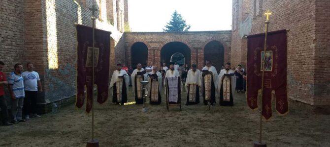Молебан за обнову храма Свете Тројице у Купинову