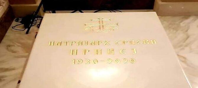 Митрополит Хризостом служи свету Литургију у храму Светог Саве