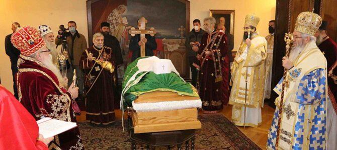 ТВ Храм: Молитвени испраћај Патријарха и оца нашег Иринеја