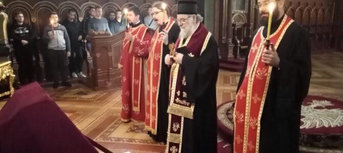 Епископ сремски г. Василије одслужио помен Митрополиту црногорско-приморском Амфилохију