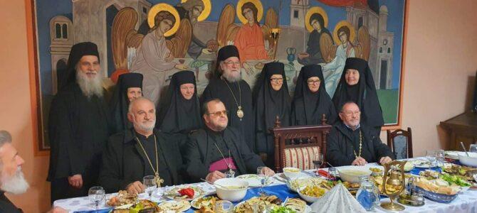 Епископ сремски г. Василије у Привиној Глави замонашиo пет искушеница