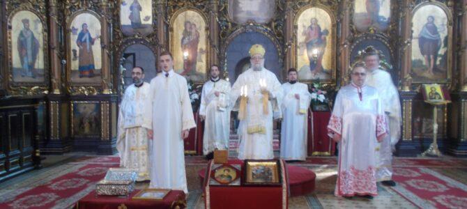 Владика Василије служио Свету aрхијерејску Литургију у Сремској Митровици