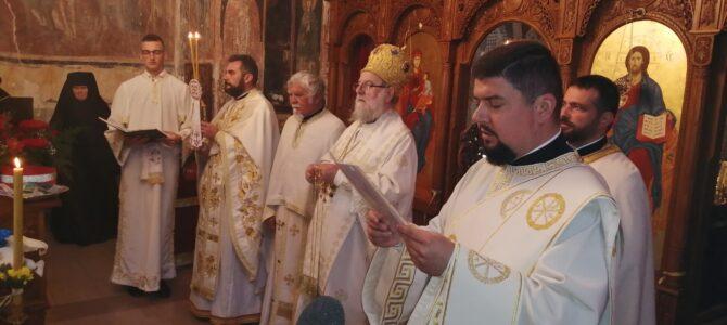 Епископ сремски г. Василије богослужио у манастиру Петковица