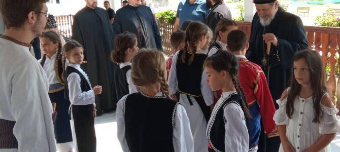 """Деца из Лаћарка учесници традиционалног сабора """"Моба"""""""