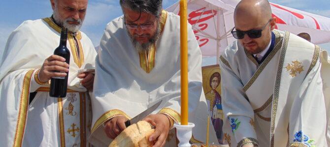 Прва Света Литургија на темељима освештаног храма Светог архиђакона Стефана у Новој Пазови