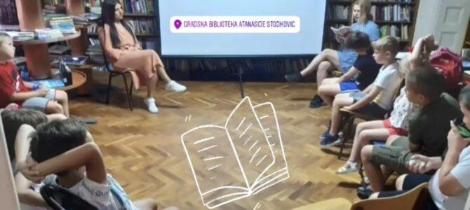 Разговор са Мирјаном Белошевић и децом, у Градској библиотеци у Руми