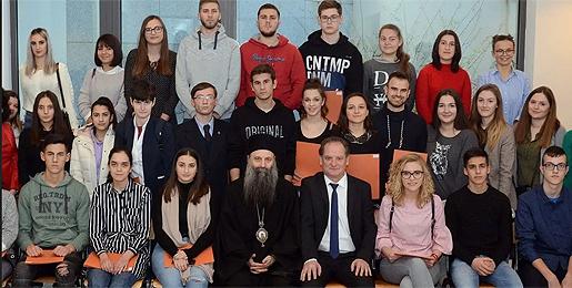 """Патријарх Порфирије преко """"Привредникa"""" помаже студенте у Хрватској"""