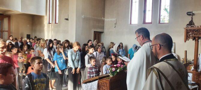 Молебно пјеније поводом почетка нове школске године у Новој Пазови
